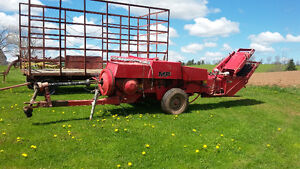 228 MF baler with thrower
