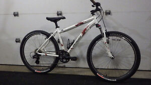 Vélo montagne comme neuf GIANT 175$ SPECILIZED 325$