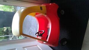 voiture orange pour enfant et tricycle Negociable