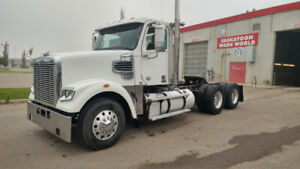 Freightliner 122SD Day Cab