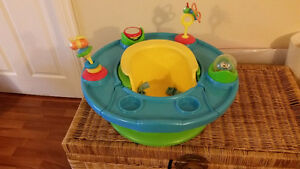 Baby activity chair with tray