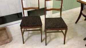ANTIQUE DINING CHAIRS SET OF 4 Windsor Region Ontario image 2