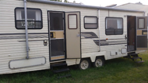 1992 Penthouse 5th wheel 35 ft. $2,800