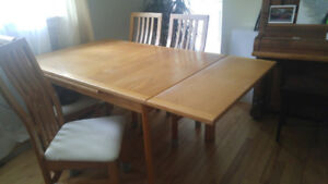 Dining room set - Solid Oak - made in Canada