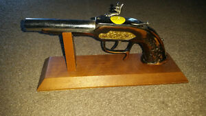 Antique pistol lighter in excellent condition only 40$.......... London Ontario image 2