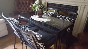 Beautiful Bar Style Table and 4 Chairs with coushins