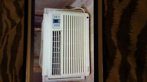 10000 Btu Air Conditioner. Like New
