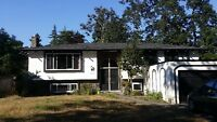 walking less than 2 minutes to UVIC,4bdrm+2btrm, fully furnished