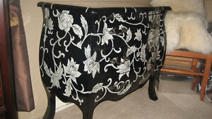 BEAUTIFUL DESIGNER BLACK AND WHITE CHEST