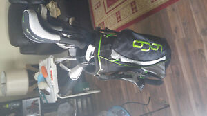 Right handed Dunlop golf clubs