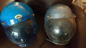 2 casques de motoneige ski-doo antique vintage pour collection