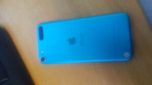 Broken ipod 5th generation for sale 32 gb for parts