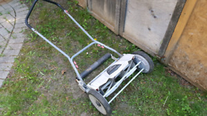 18'' TROY BILT REVOLUTION PUSHMOWER FOR SALE. WORKING CONDITION!