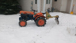 REDUCED Kubota diesel tractor b7000 4x4 comes with attachments