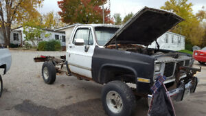 1981 gmc 4x4  20 series for parts