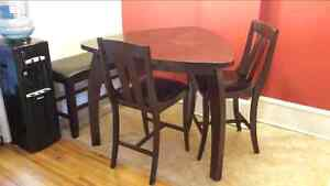 Beautiful Solid Wood Modern Dining Table Set $200.00