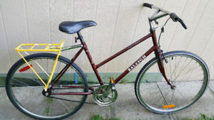 For sale Raleigh hybrid bicycle.