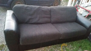 Couch - 50$ Pick up only