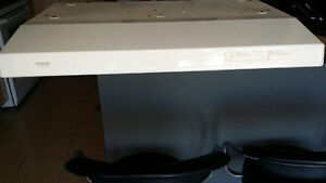 white range hood in perfect condition.
