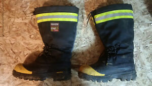 excellent condition rarely worn high quality winter safety boots