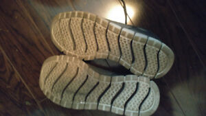 Sketchers male size 13 very good condition running shoes