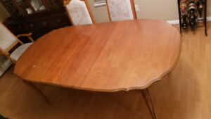 Moving - Dining Set - Hutch,Table & 6 Chairs - Sr-Owned