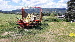 1033 bale wagon **new hydraulic pump**