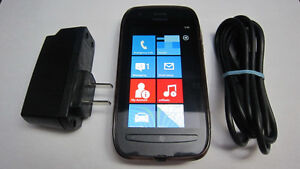 Nokia Lumia 710 Windows cellphone Rogers/ChatR