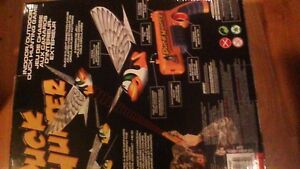 DUCK HUNTER INTERACTIVE TOY. THE DUCK CAN REALLY FLY !SOLD PPU!! Stratford Kitchener Area image 4