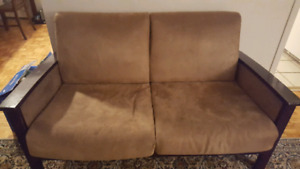Deux meubles de sofa à vendre $35. Et ect.