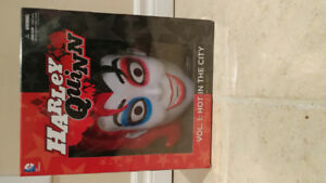 Harley Quinn New 52 DC Comics Trade paperback & mask