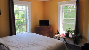 Large Master Bedroom with Private deck in Garden Lots