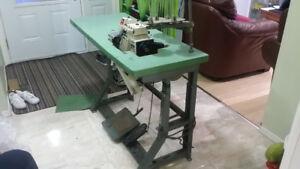 Juki MO - 3000 Sewing serger Machine , like NEW