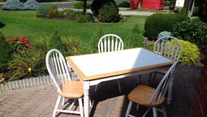 WHITE CERAMIC TILE TOP IN- or OUT DOOR TABLE