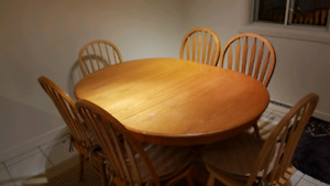 Table and / et  6 chairs / chaises