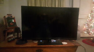 "32"" Insignia flat screen TV."