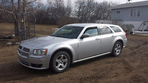 2008 Dodge Magnum SXT - great family car!