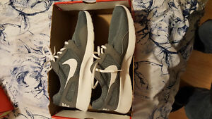 Brand new nike sneakers size 11.5