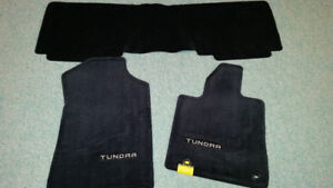 3 Tapis toyota tundra neufs noir