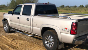 IMMACULATE 2004 Chevy 2500 4X4 Crew Cab