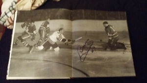 Signed Bobby Hull while scoring on his knees in hockey book
