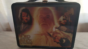 Lord of the rings the two towers lunch box