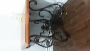 coffee  table and 2 end tables for sale call 8507308