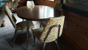 Retro Kitchen Table With 4 Chairs