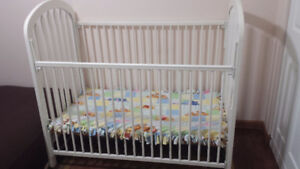 White Baby crib daybed for toddlers for sale.
