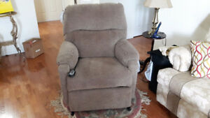 POWER ASSISTED LIFT RECLINER CHAIR