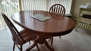 Solid oak table and chairs. Belleville Belleville Area image 1