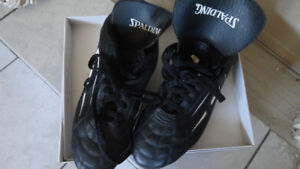 BRAND NEW  SPALDING SOCCER SHOES SIZE 10