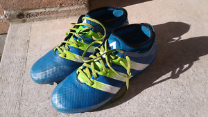 Adidas outdoor soccer shoes- size 7