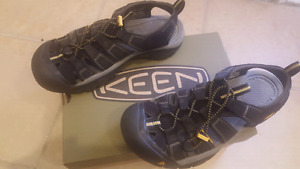 Worn 3 times - size 8 mens keen closed toe sandals